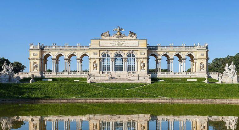 Gloriette_Schönbrunn_Wien.jpg
