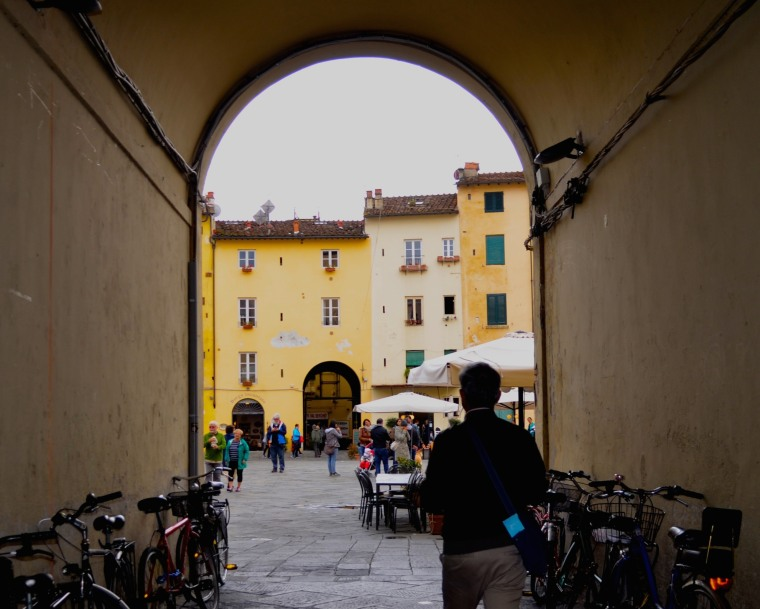 Piazza Anfiteatro 1.jpg