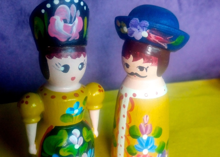 hungarian wooden dolls.jpg