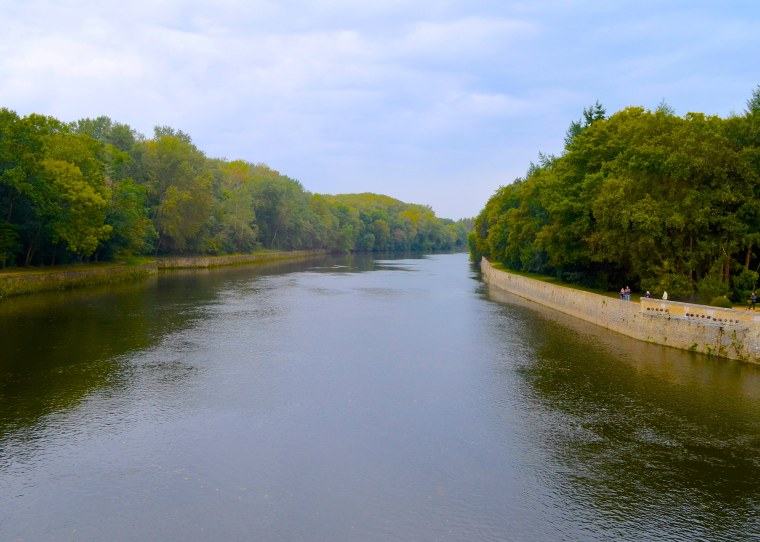 Chenonceau Cher river.jpg