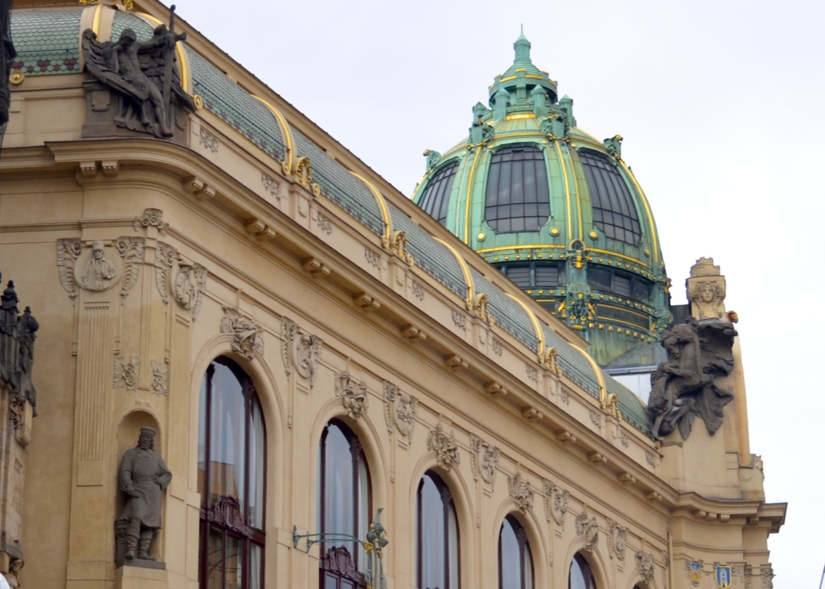 Buzzing In Ear >> Intrigued by the most beautiful buildings in Prague? – 100cobbledroads.com