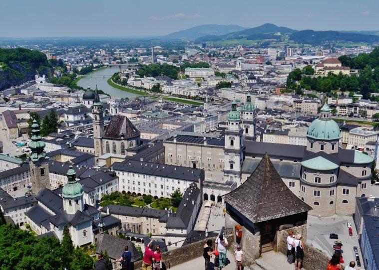 Salzburg_Festung_Hohensalzburg_Blick_über_Salzburg.jpg