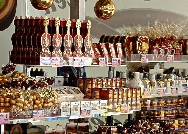 Salzburg_Mozartkugel.jpg