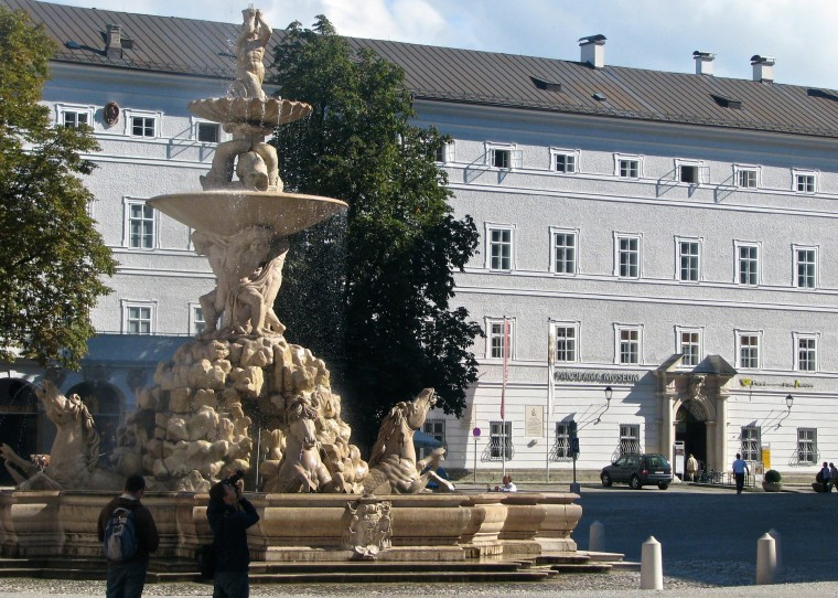 Salzburg_Residenzplatz.jpg