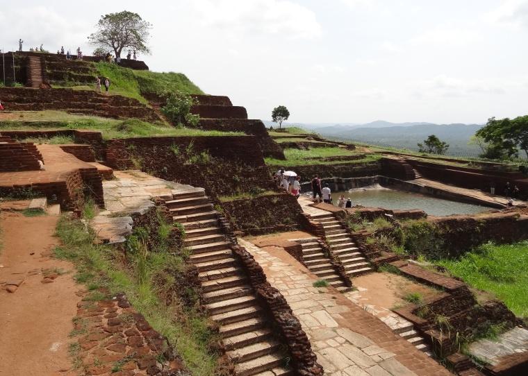 Sigiriya_upper_palace_08.jpg