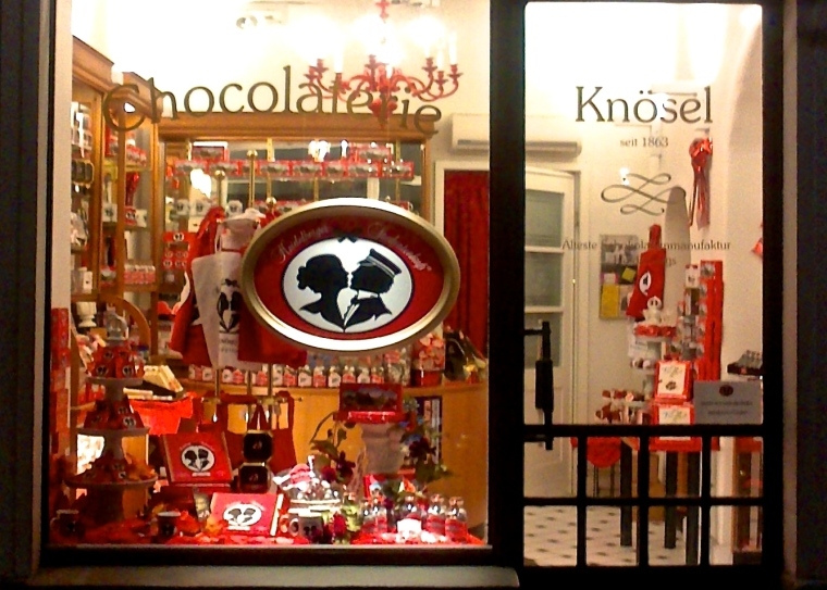 Heidelberg_Cafe_Knoesel_Studentenkuss_Nov_2012.jpg