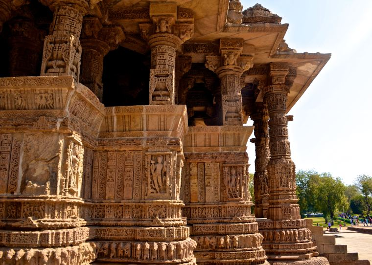 Sun Temple_Modhera_carvings_3
