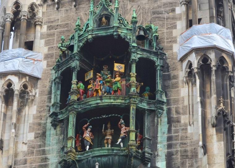 Glockenspiel_Marienplatz_Munich_1.jpg