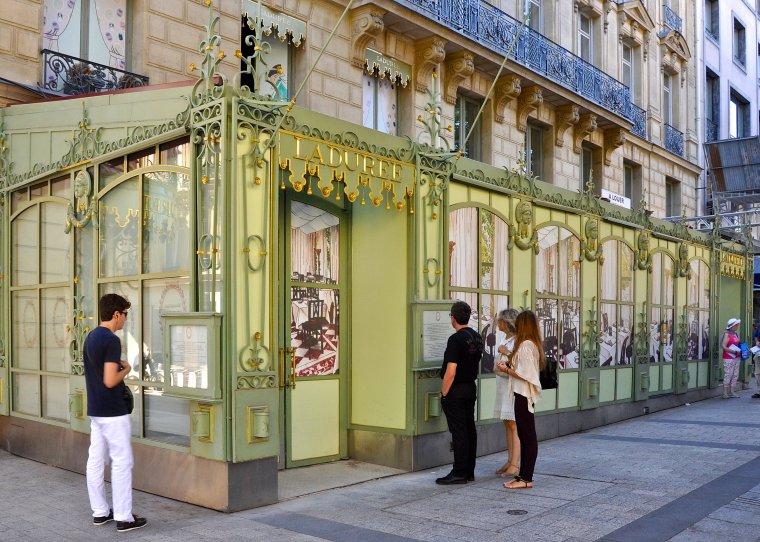 Ladurée,_Champs-Élysées,_Paris_8e_002.jpg