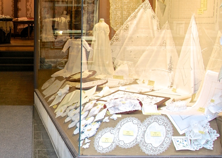 Lace_shop_in_Brugges,_Belgium.jpg