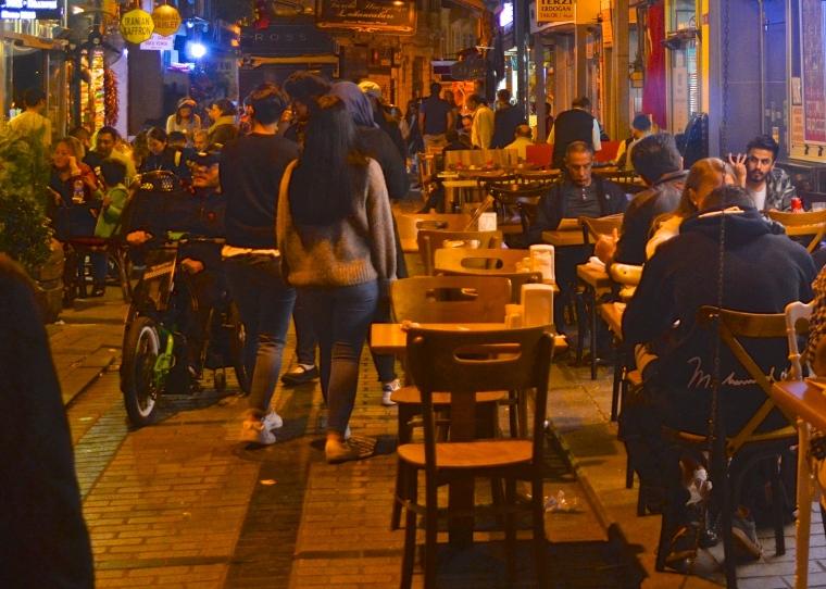 Turkish street restaurant_Istanbul