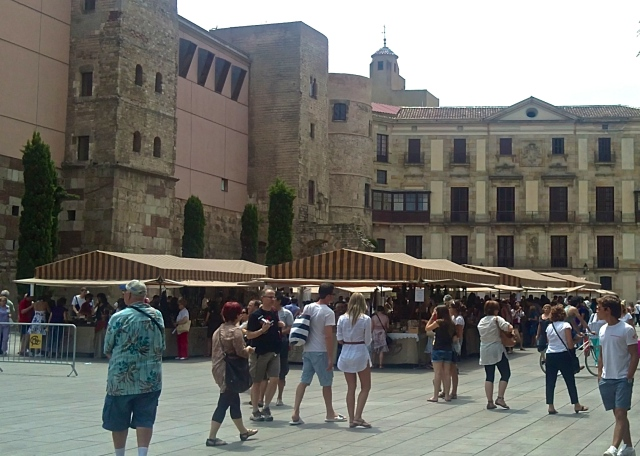 Dwell on the delights of beautiful Barri Gotic in Barcelona