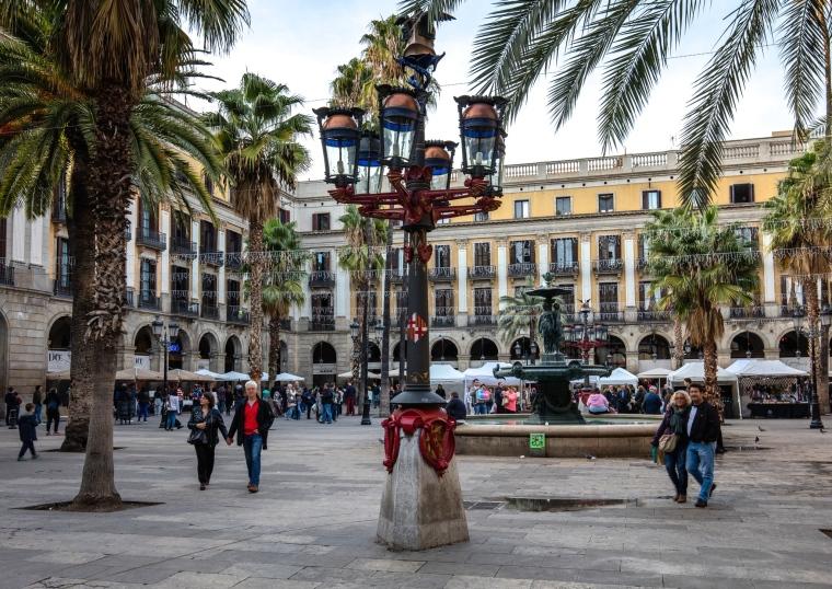 Barri_gòtic_Placa Reial_Barcelona.jpg
