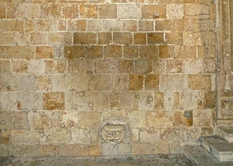 Maskeron_Stradun_Dubrovnik_Croatia