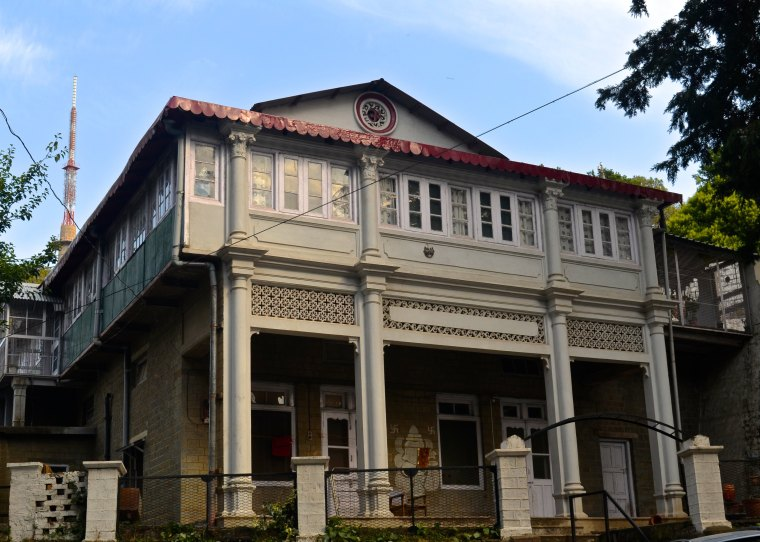 Colonial building_Kasauli_1.jpg
