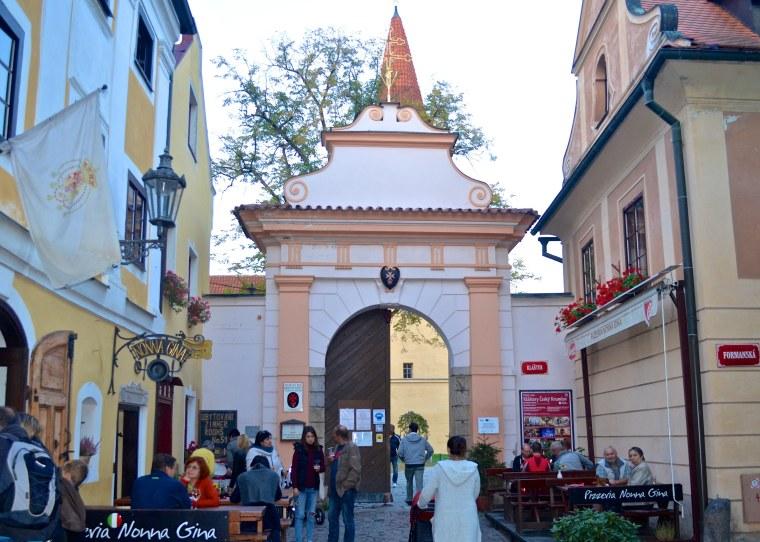 Monastery gate_Cesky Krumlov_2.jpg