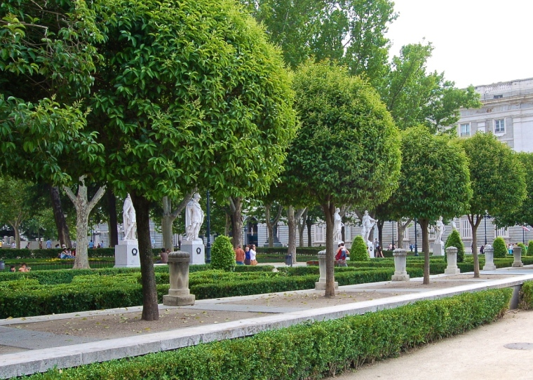 Plaza_de_Oriente_(Madrid)_06.jpg