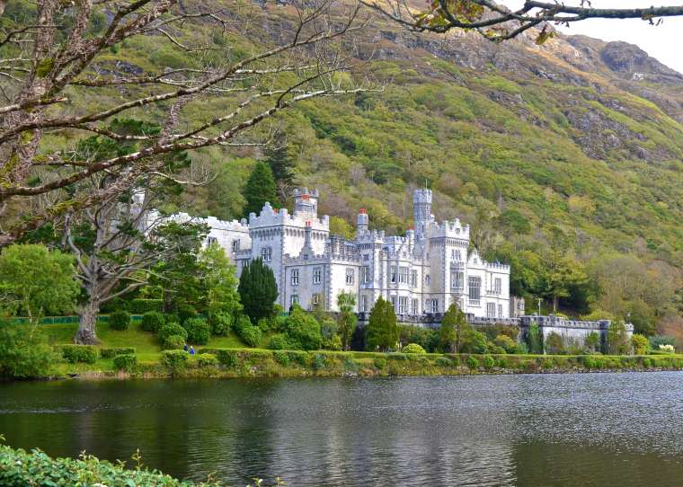 Connemara_Ireland_Kylemore Abbey_2.jpg