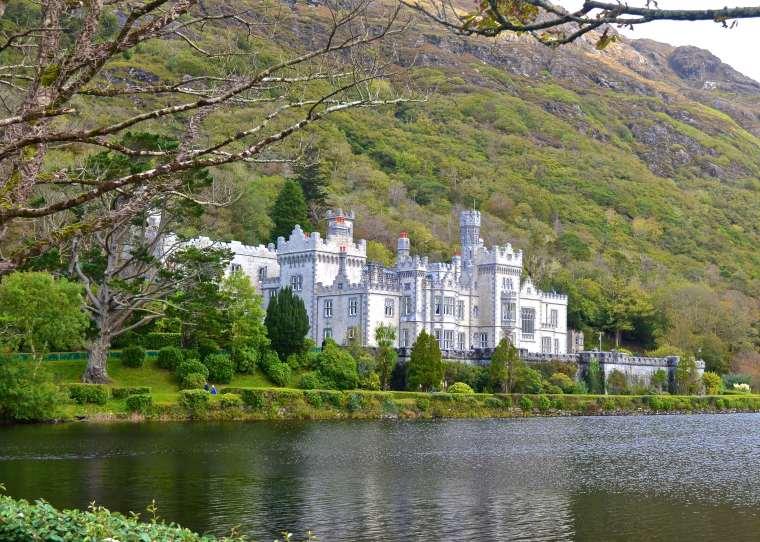 Connemara_Ireland_Kylemore Abbey_2.jpg