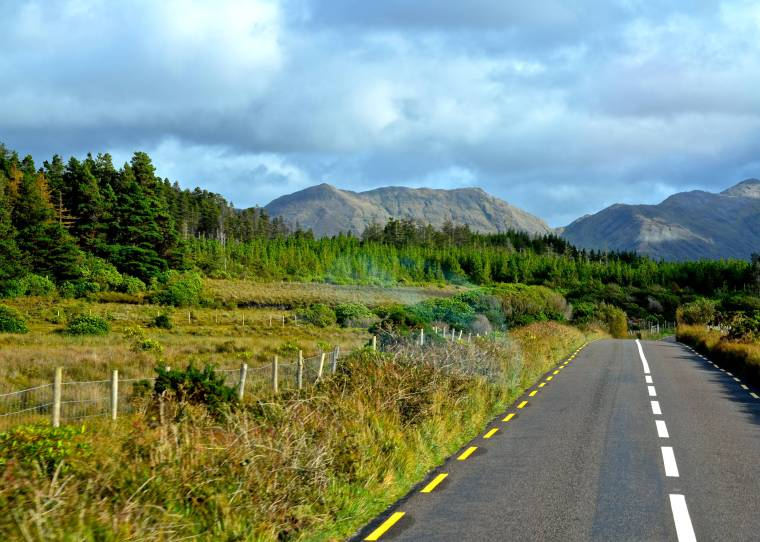 Connemara_Ireland_mountains_1