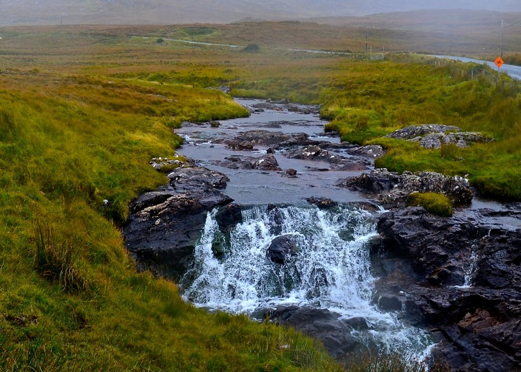 Connemara_Ireland_streams_2