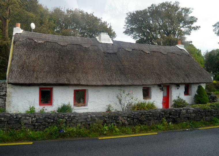 Connemara_Ireland_traditional house