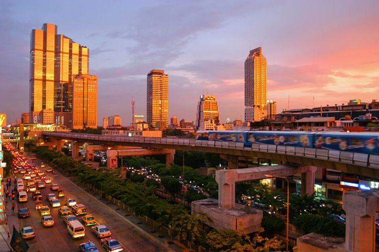 800px-Bangkok_skytrain_sunset