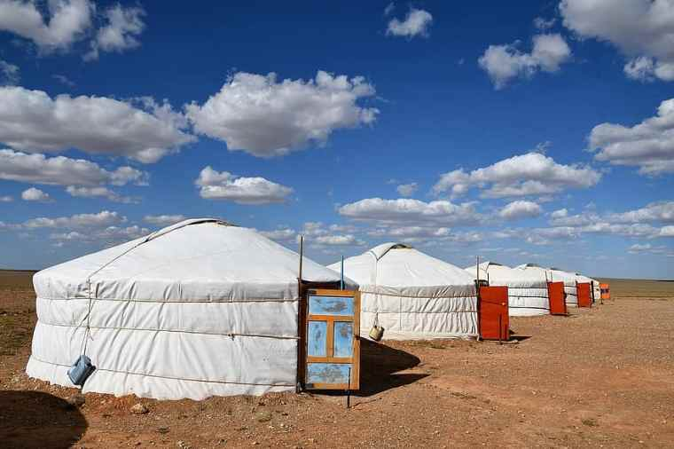 tent-yurt-eng-mongolia-nature-loneliness-gobi-desert-accommodation